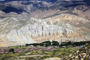 해발 3000m 고원이 품은 정겨운 돌담 풍경